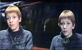 """Obrázek """"http://www.starwarsautographcollecting.com/Autographs/HarryPotter/JamesandOliverPhelps1.jpg"""" nelze zobrazit, protože obsahuje chyby."""